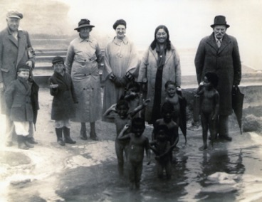 Midge would have loved to join these little Maori kids