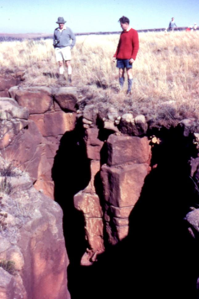 Darrell Hall and Ken-Carter survey chasm, Hlobane, 1971