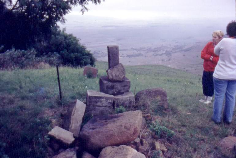 Heather, Tania at Pietrus Uys's grave below Devil's Pass